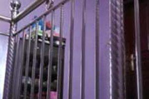 Pegangan tangga dengan bahan stainless
