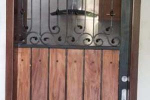 pintu besi sliding dipadu dengan kayu