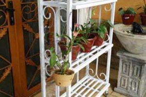 rak bunga 3 tingkat dengan bahan besi, cat warna putih
