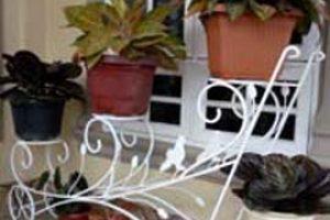 rak pot bunga dengan 3 dudukan dari bahan besi, cat warna putih