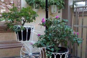 rak bunga bentuk sepeda dengan bahan besi, cat warna putih