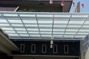 canopy kaca tempered 8mm grafir, dengan rangka besi, cat warna putih