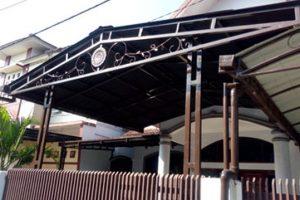 canopy onduline dengan rangka besi, cat warna hitam